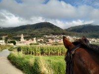 A las afueras del pueblo con el caballo