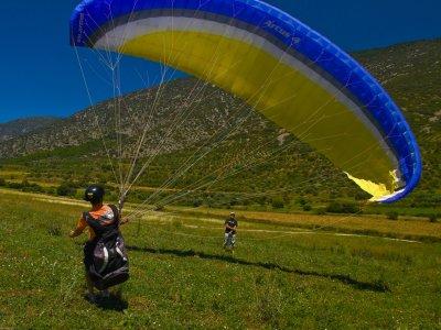 滑翔伞在巴塞罗那开始10次飞行