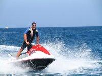 Usando el jet ski individual