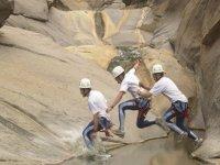 salto entre rocas