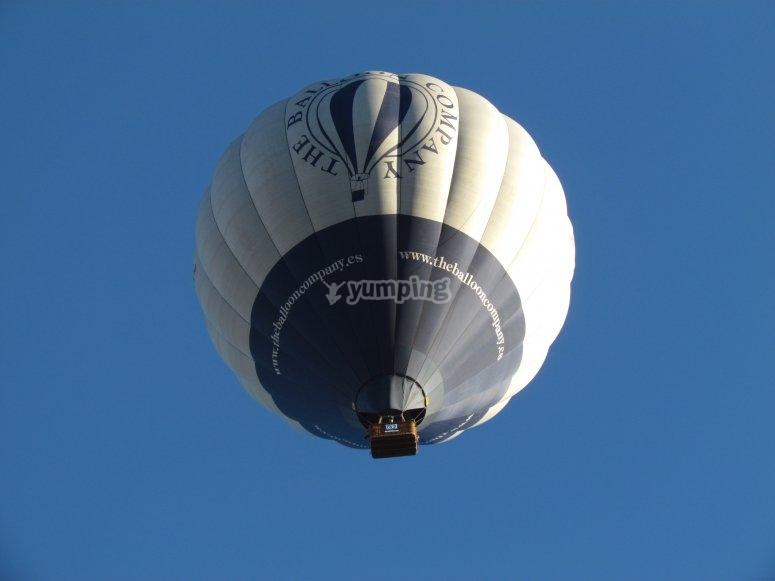 Viendo el globo desde su parte inferior