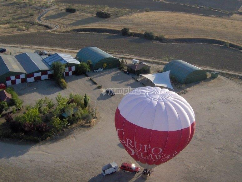 Preparacion del globo en el aerodromo
