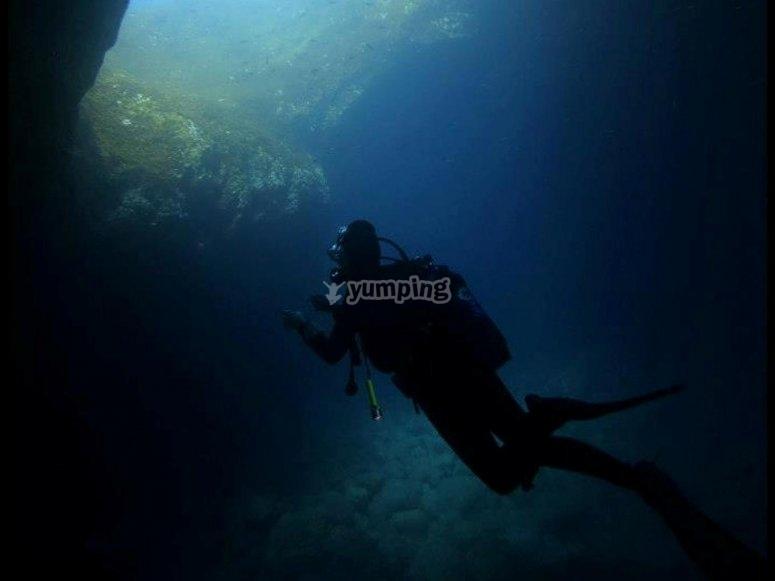 Nadando en cuevas subterráneas