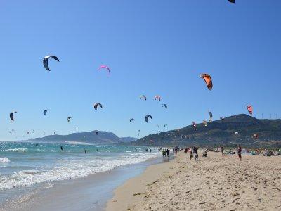 Corso di gruppo di kitesurf e surf a Tarifa 3 giorni