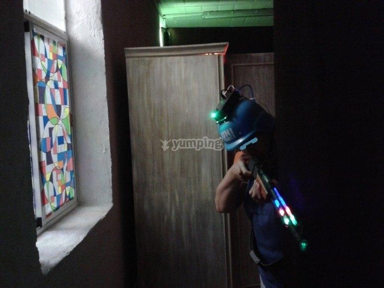 Jugadora se cubre y dispara