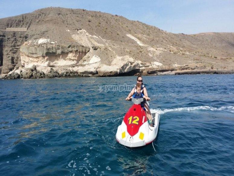 Navegando en jet ski