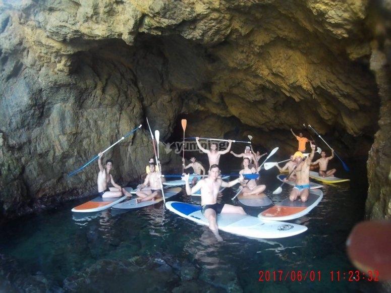 Paddle surf dentro de la cueva