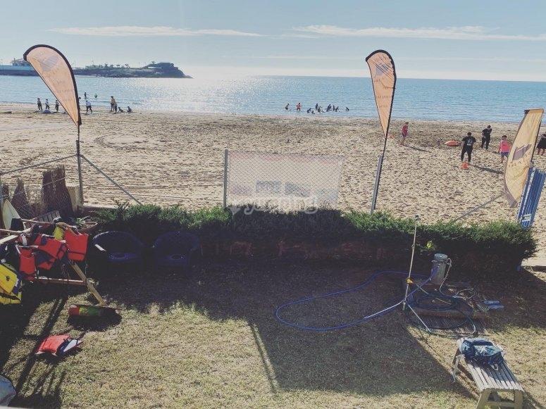 Campamento de surf en primera línea de playa