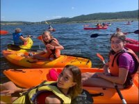 Disfrutando de un día en kayaks en el embalse de Fervenza