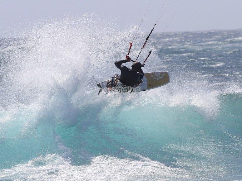 Disfruta del kitesurf