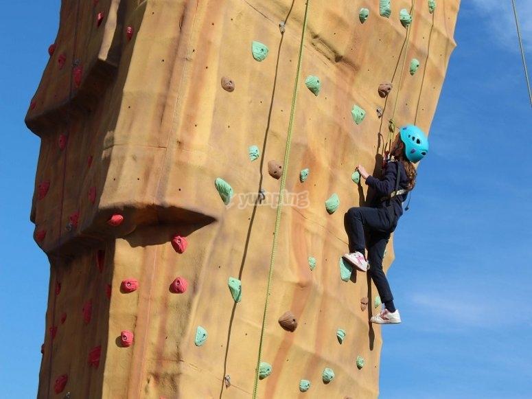 Escalando el rocodromo