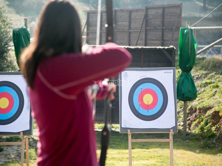 Disparando con el arco