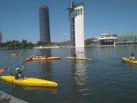 Remando en los kayaks por el Guadalquivir