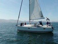 Si imbarcò sulla Ría de Pontevedra in attesa di vedere i delfini