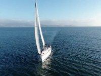 Attraversando il pontevedrés dell'Atlantico in barca