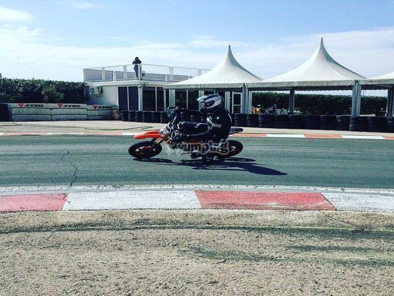 Rodando en el circuito Valencia