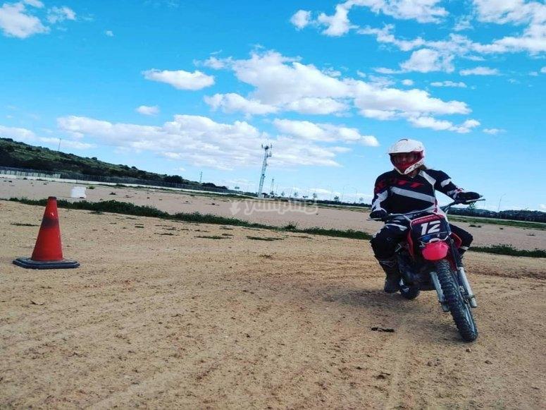 Practicando los movimientos en la moto