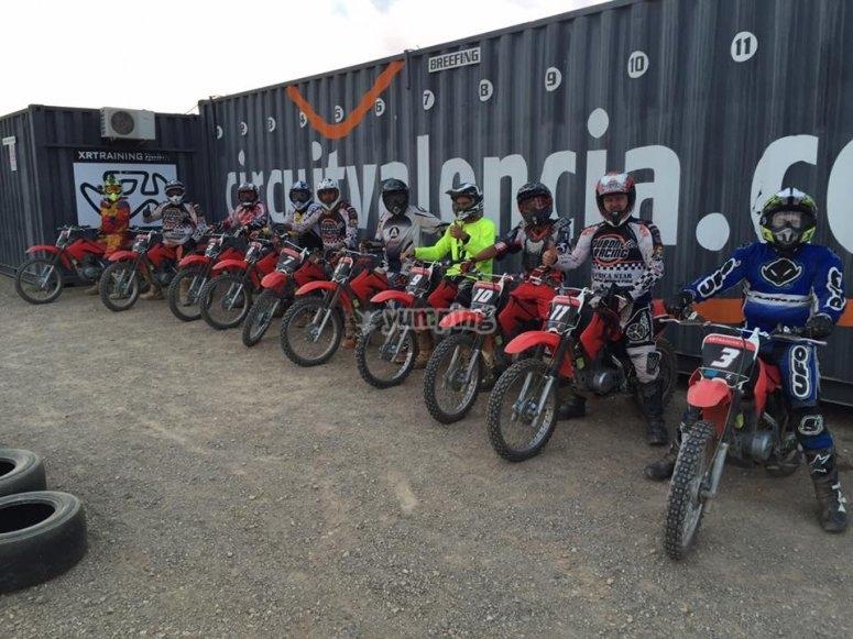 Competición de motos entre amigos Valencia