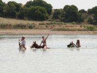 Baño con caballo en el embalse de Bardenas