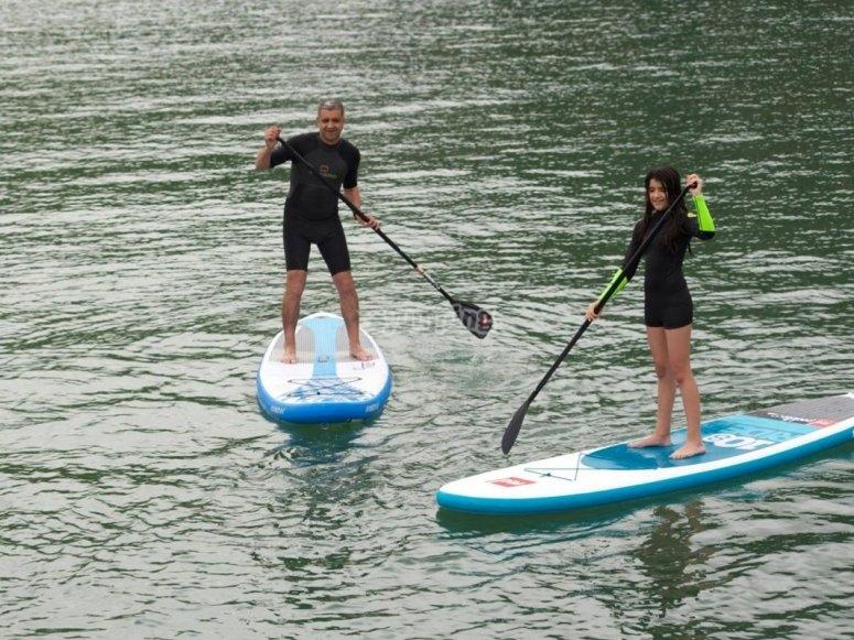 aprendiendo paddlesurf en familia