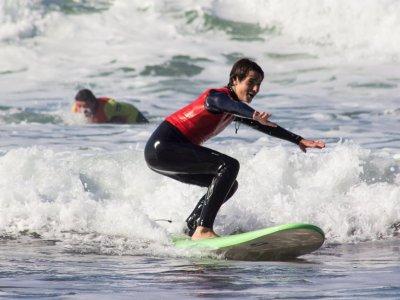 Aprender surf en Sopelana 1 clase