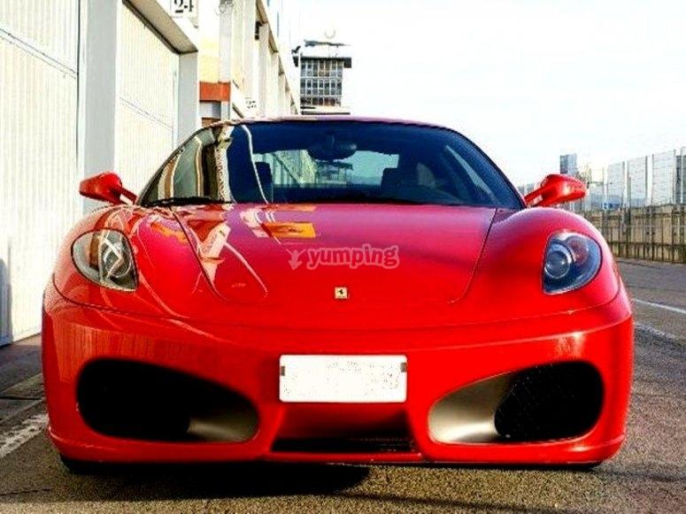 Foto della Ferrari sul circuito