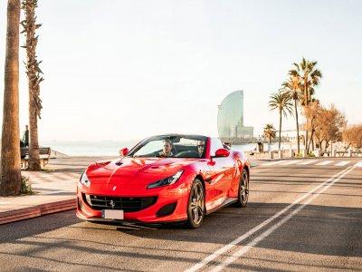 Ruta en Ferrari California playa Barcelona 20 min