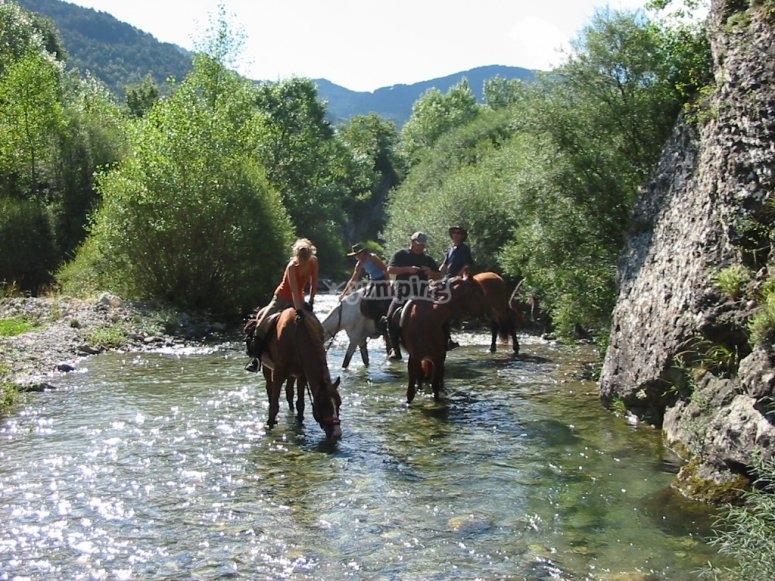 Bere sul fiume lungo il percorso
