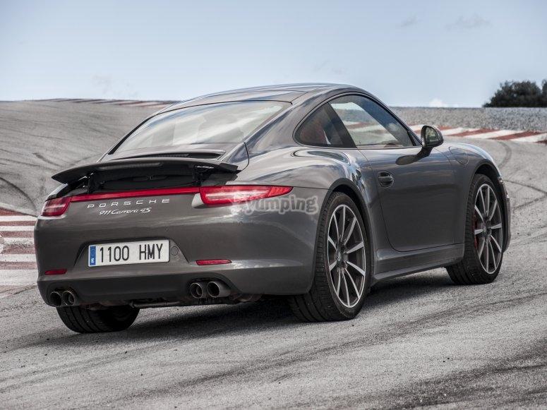 Porsche 911 Carrera por detras