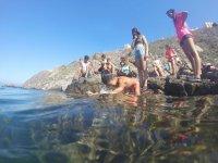 Alumnos al pie del agua