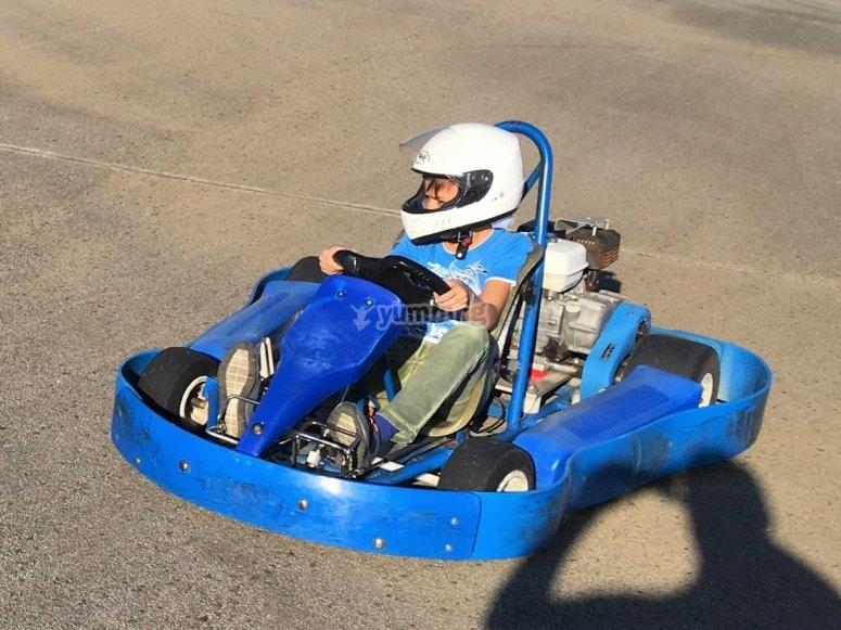 蓝色儿童卡丁车
