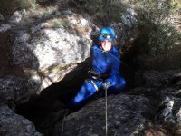 Entrando con cuerda a la cueva de Nivar