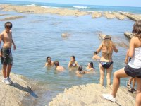 复理石通过在海滩