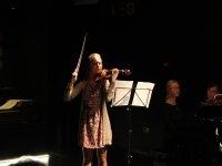 concerto musicale di una ragazza