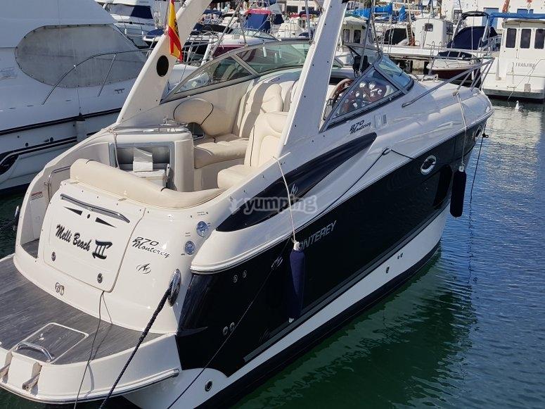 Barco con capacidad para 8 personas