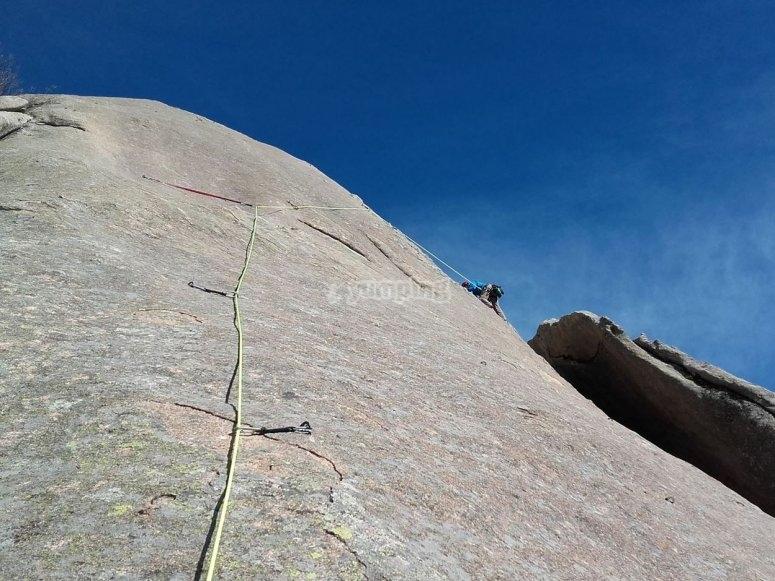 Salendo fino alla cima