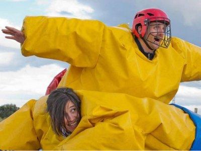 Humor amarillo y bubble soccer Madrid con barbacoa