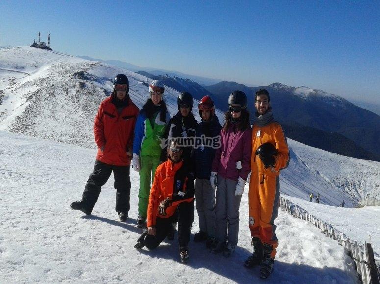 Grupo de esquiadores