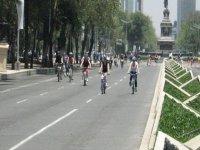 paseantes en bicicleta