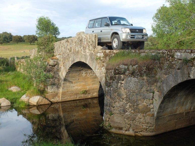 Puente Romano del Ojo Oculto en todoterreno