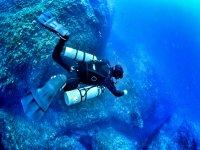 岩石间潜水