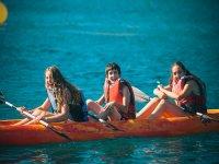 三人皮划艇