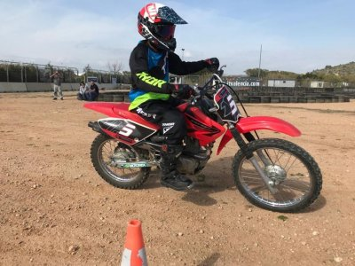 Learn to ride a Motorbike from scratch in Cheste