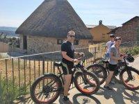 Visitando los pueblos en fat bike