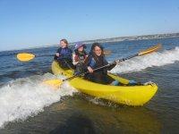 Amigas a bordo de la canoa