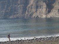 毗邻巨人的悬崖