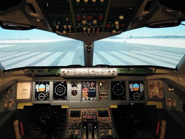 飞行模拟器的驾驶舱