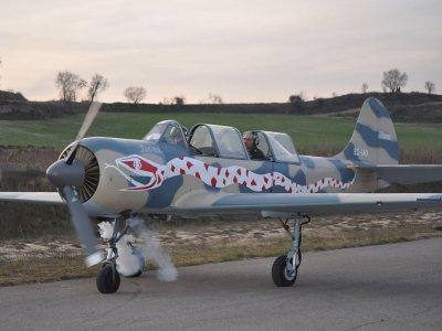 Sorvola Montserrat su Yak 52 con il pilotaggio