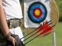 Tirador de flechas con arco