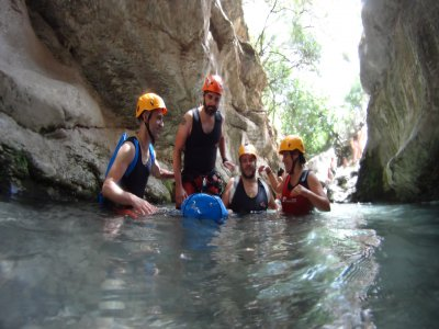 在Pajaruco溪流中开始峡谷漂流
